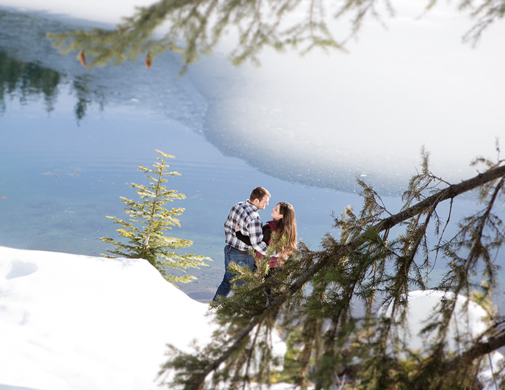 Adventurous-Winter-Mountain-Engagement-Session-Hike