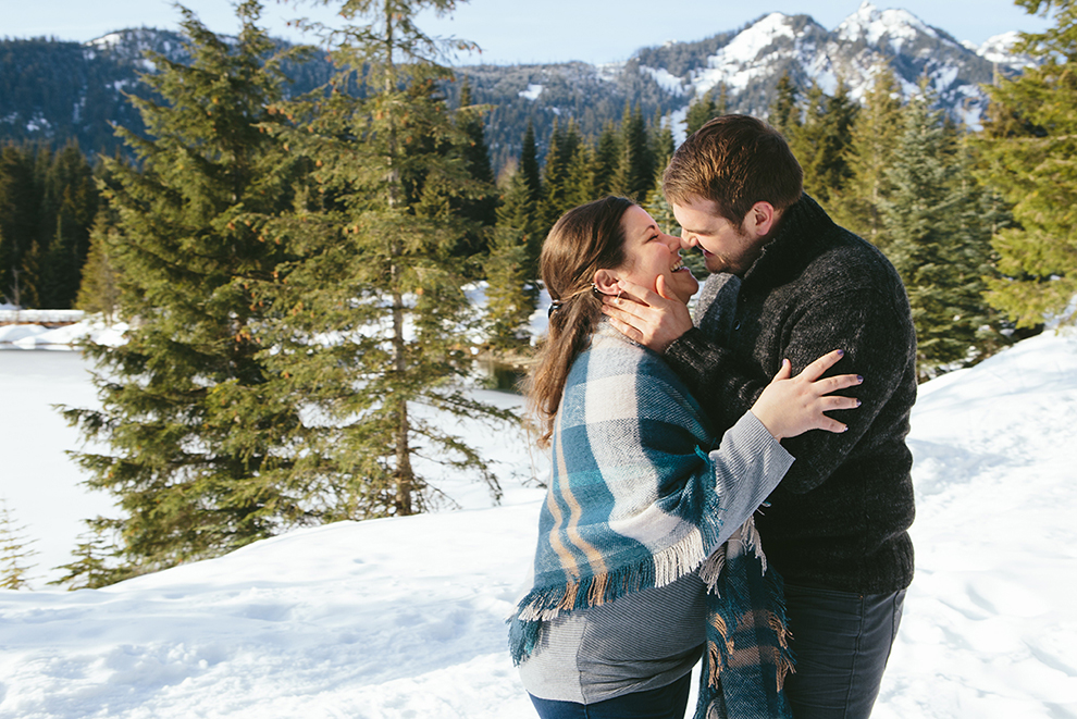 Cascade-Mountains-Engagement-Photos-in-the-Snow