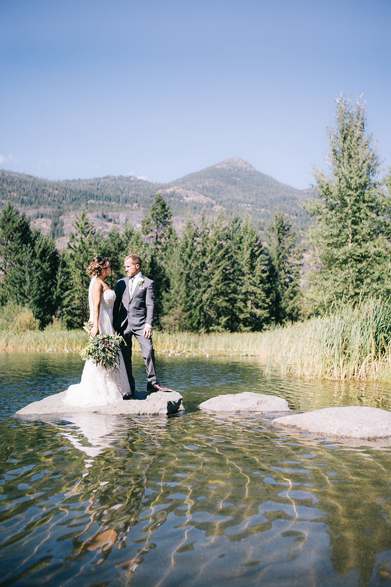 Mountain wedding on lake