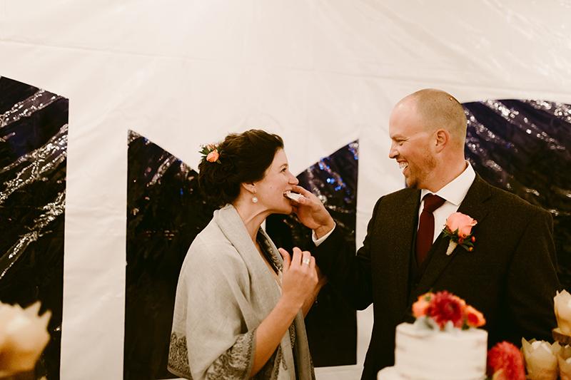 outdoor wedding cake cutting